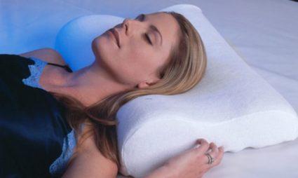 Ортопедическая подушка способна обеспечить позвоночнику правильную позу во время сна