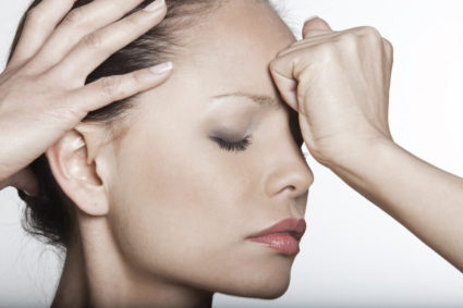 Постоянные головные боли - один из признаков кисты