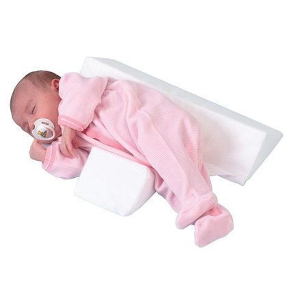 Ортопедическая подушка может еще иметь форму валика или его половинки