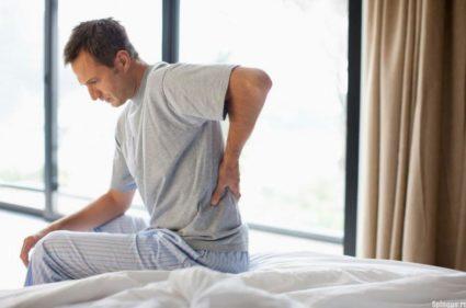 Нередко боль в спине и внизу живота связана с патологиями желудочно-кишечного тракта