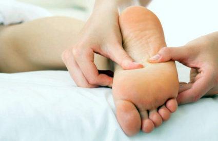 Страдают кости ноги и нередко возникают признаки шпоры