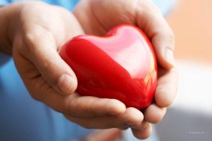 Симптомы заболевания -боли в сердце, суставах, сухожилиях разных мышц
