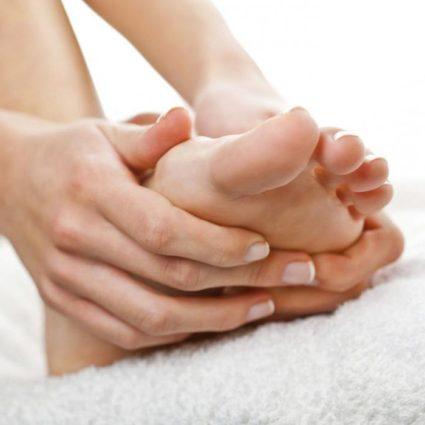 Боли в пятках могут быть связаны с разными причинами