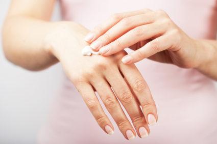 Боли в суставах пальцев могут возникать и из-за нехватки витаминов