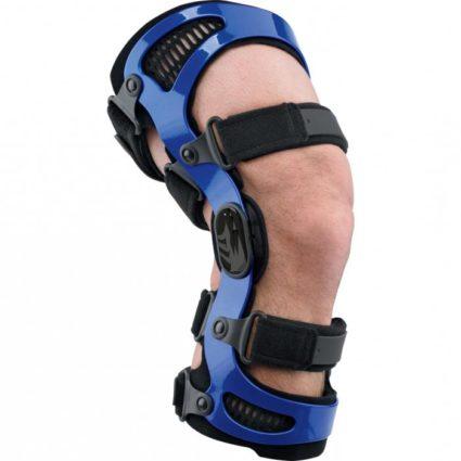 Жёсткий бандаж предназначен для фиксации колена в статическом состоянии