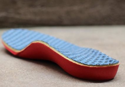 Правильно подобрать стельки для обуви ребенка под силу только специалисту