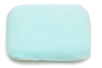 Классическая детская подушка предназначена для малышей, которые научились держать голову