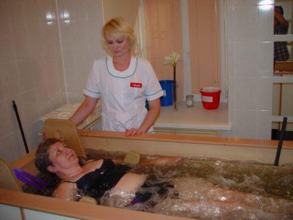 Манипуляция проводится на специальном оборудовании в санатории под присмотром врача