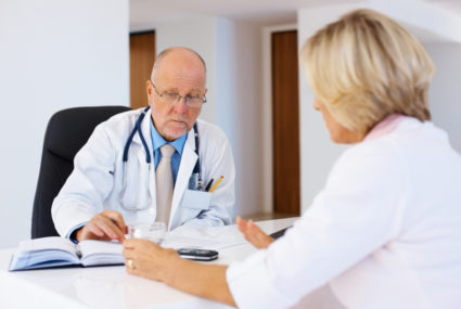 Доктор назначает УЗИ и рентгенографию