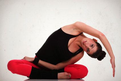 Наклоны и движения со скручиванием помогут укрепить косые мышцы спины