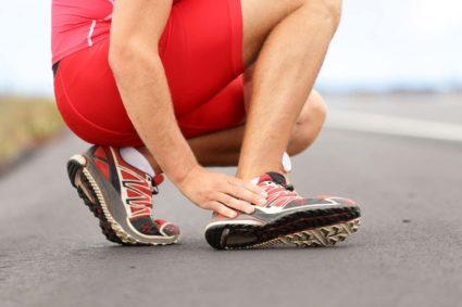 Чаще всего отечность и боли в голеностопном суставе возникают из-за артрита