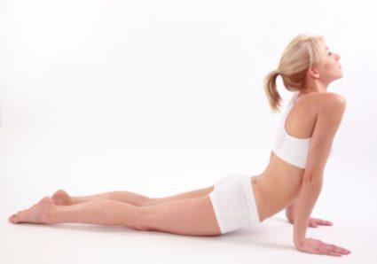 Комплекс упражнений с валиком позволяет исправить искривление осанки