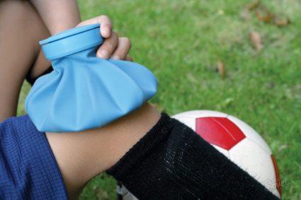 Если травмировано колено,приложите лёд