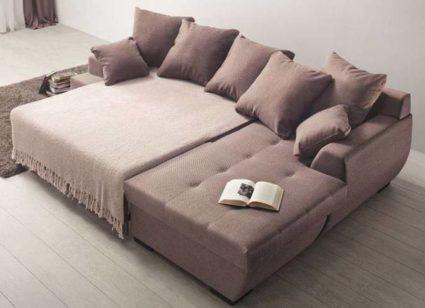 Угловой диван-кровать является трансформером