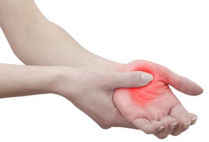 Дефицит витаминов группы В после 45 лет приводит к тому, что немеет пальцы