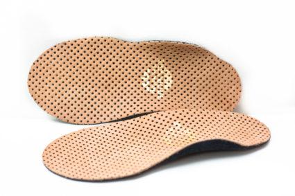 Носить стельки для обуви, сделанные своими руками, запрещено