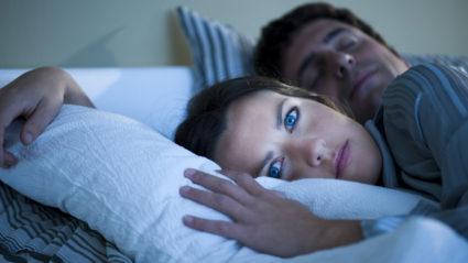 Во время сна по ночам у людей часто немеют руки