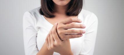 Руки человека также подвергаются появлению опухолей