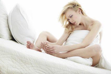 Синдром беспокойных ног связан с недостатком железа в организме человека