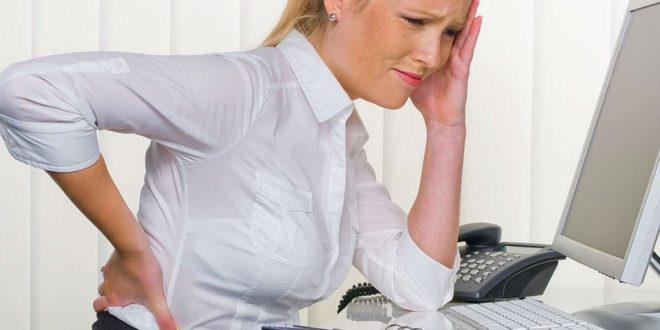 При защемлении седалищного нерва боль отдается в спину и ногу