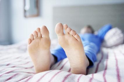 Синдром беспокойных ног может возникать независимо от возраста человека