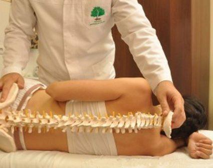 Врач-специалист сможет привести вашу спину в отличное состояние