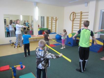 Для профилактики заболеваний суставов детям необходимо делать зарядку