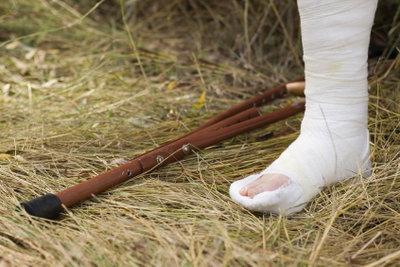 При переломах необходимо принимать препараты с кальцием