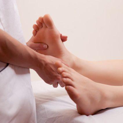 Осмотр у врача покажет картину здоровья ног