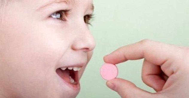 .сладкие витаминки с радостью пьют дети