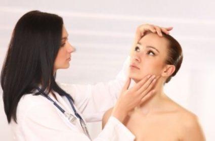 специалист должен осмотреть пациента для правильного лечения