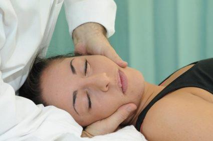 Боли в районе шеи лечатся массажем