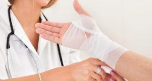 Осмотр врача при травме обязателен