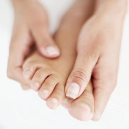 Болит косточка на ноге сзади пятки