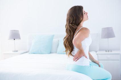 У женщины боли в спине
