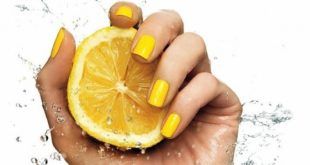 В руке лимон