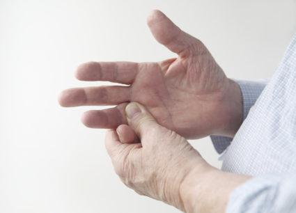 Немеет палец на руке