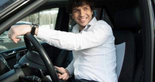 Мужчина в автомобиле