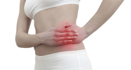 Почему болит спина у женщин перед критическими днями
